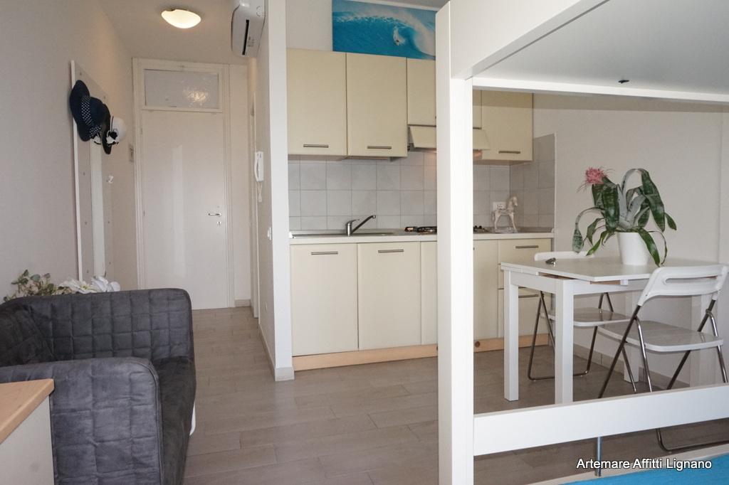 wohnung einzimmerwohnung bis lignano sabbiadoro residence la torre. Black Bedroom Furniture Sets. Home Design Ideas