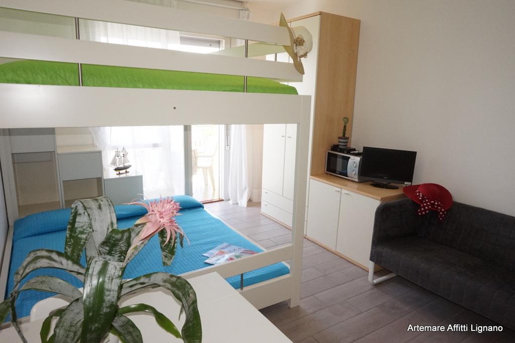 Appartamento monolocale a lignano sabbiadoro residence la torre - Sbarra letto bambini ...
